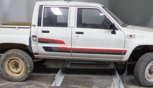 Toyota Hilux (4x4) 2.4D