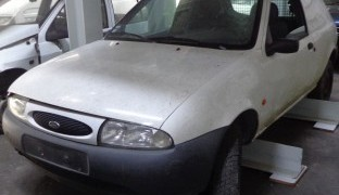 Ford Fiesta3_5 lugares 1.8D